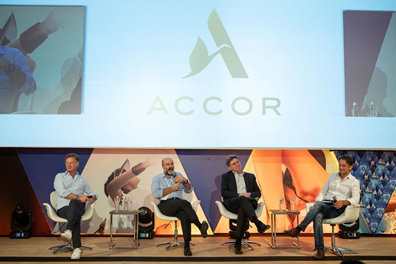 da-esq.-para-dir.-Sébastien-Bazin-CEO-Global-Accor-Jean-Jacques-Morin-CFO-Accor-Steven-Taylor-CMO-Accor-e-Patrick-Mendes-CEO-